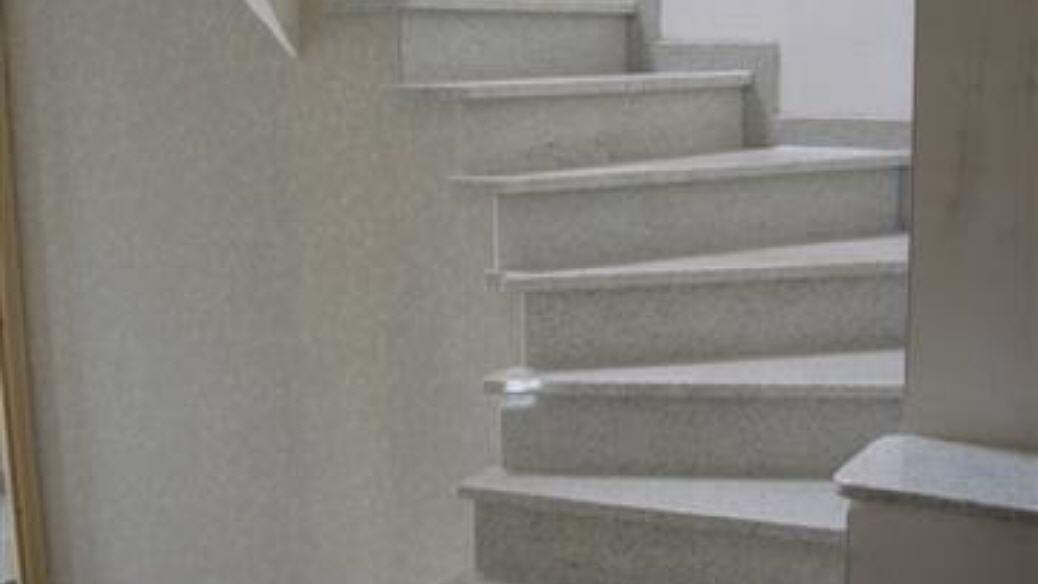Naturstein treppen innen - Treppen fliesen granit ...